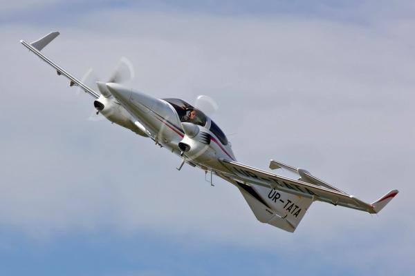 http://blog.voinsveta.ru/wp-content/uploads/DA42_AirPlane.jpg